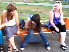 The girl piss in the park